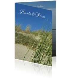 Uitnodigingskaarten met strand en de zee. Een mooie en stijlvolle jubileumkaart.