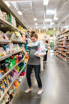 Photo of This Mom's Grocery-Themed Maternity Shoot Is Hilarious to Anyone Who's Ever Had Pregnancy Cravings Funny Maternity Photography, Funny Maternity Pictures, Maternity Session, Family Photography, Photography Tips, Funny Pregnancy Pictures, Pregnancy Goals, Pregnancy Cravings Funny, Pregnancy Timeline