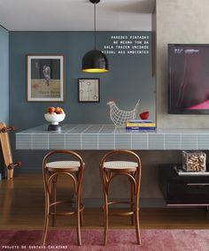 idéia de cozinha integrada a sala, sem risco da visita dar de cara com uma pilha de louça