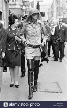 Stock Photo - Betty Catroux, model and muse of Yves Saint Laurent pictured outside his first London Rive Gauche store on New Bond Street, London, opening day, September 1969 60s And 70s Fashion, Quirky Fashion, Fashion Moda, Retro Fashion, Love Fashion, Vintage Fashion, Womens Fashion, Lauren Hutton, Brigitte Bardot