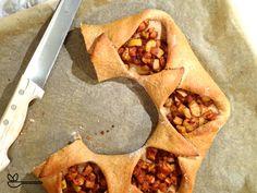 Winterlicher Plunderkranz – heiß aus dem Ofen, frisch auf den Tellern! 😀 Teller, Mexican, Ethnic Recipes, Food, Fried Apples, Fresh, Apple, Meal, Essen