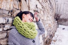 30 Minute Infinity Scarf Arm knit your scarf, it's easy!