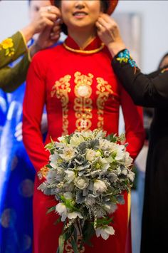Native Australian flowers in a cascading bouquet looks gorgeous against a red Asian wedding dress   Bouquet Melbourne (photo by Jesse Hisco)