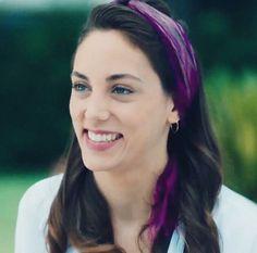 Çok tatlısın! Bandana Hairstyles, Turkish Beauty, Turkish Actors, In A Heartbeat, Pretty Woman, Famous People, Hair Color, Beautiful Women, Celebrities