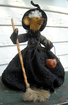 """""""Millie""""....witch mouse!  Ghoultide 2011"""