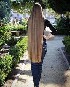 How to Grow Super Long Hair You'll Need: 1 tbsp coconut oil 1 tbsp . Save This PIN Face Shape Hairstyles, Cool Hairstyles, Long Hair Community, Oil For Curly Hair, Coconut Oil Hair Treatment, Long Hair Tips, Really Long Hair, Hair Growth Tips, Silky Hair