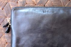 Jeff Thomsen Collection - Tablet and Document Cases, hand crafted, genuine leather - DOC002 Black Two tone with a nice shine