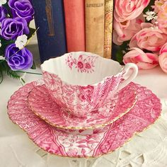 Glorious Dolly Varden in pink -whoever came up with this in the 1880s! . . . . . #wileman #wilemanfoley #gentlerattleofchina #rattlethecups #porcelain #porcelaincup #porcelaine #antiques #antique #antiqueshop #antiquestore #antiqueporcelain #antiqueporcelaincollector #englishantiques #englishantiquelover #englishantiquesforsale #antiquesforsale #forsale #teacupcollectors