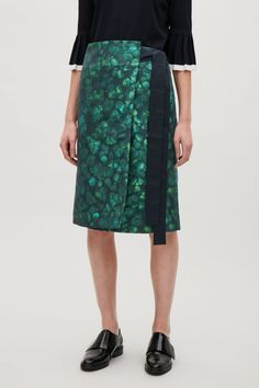 Modern silhouettes and classic shapes in silk, wool and cotton; shop mid-length skirts or short skirts from our collection of women's skirts at COS. Cos Fashion, Fashion Outfits, Womens Fashion, Mid Length Skirts, Short Skirts, High Waisted Skirt, Silk, Clothes For Women, Cotton