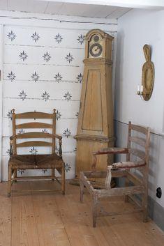 Swedish Cottage, Swedish Decor, Decor Scandinavian, Swedish Style, Scandinavian Furniture, Swedish Wallpaper, French Style Decor, Classic House, Historic Homes