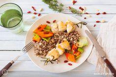 Hühnchen-Spieße mit Mandel-Quinoa, Gojibeeren und Karottengemüse ‹ Hello Healthy