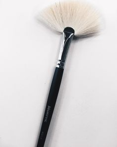 Started using this fan brush for highlighting (because I'm pretty sure it's the one @amrezy uses) & OMG. Its been a favorite lately! Takes my highlighting to the next level. This is the @morphebrushes M310 by kathleenlights