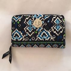 Vera Bradley Turn Lock Wallet great condition Vera Bradley wallet Vera Bradley Other