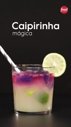 Conheça a receita de Caipirinha Mágica do Food Network Summer Drinks, Cocktail Drinks, Alcoholic Drinks, Refreshing Drinks, Mix Drinks, Fruity Cocktails, Bourbon Drinks, Beverages, Drink Bar