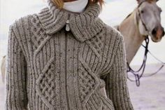 patron tricot manteau chihuahua Baby Doll Clothes, Doll Clothes Patterns, Clothing Patterns, Boys Knitting Patterns Free, Free Knitting, My Picot, Crochet Poncho, Knit Vest, Hello Kitty