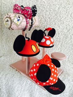 Four stand hat holder and mouse ear display. Mickey Mouse Hat, Mickey Ears, Disneyland Hats, Disney Headbands, Hat Display, Diy Jewelry Holder, Disney Designs, Disney Merchandise, Mickey Mouse Ears