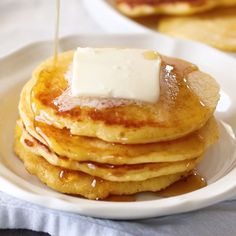 These Southern Johnny Cakes aka Hoe Cakes would be a great alternative to your everyday pancake Made with cornmeal with a touch of sugar and nutmeg Light Fluffy with a delicious crisp edge. Hoe Cakes, Cornmeal Pancakes, Pancakes And Waffles, Freeze Pancakes, Ricotta Pancakes, Keto Pancakes, Johnny Cakes Recipe, Brunch Recipes, Cake Recipes