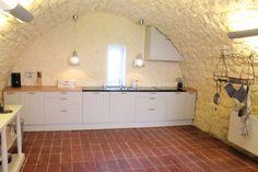 Pécsely - Egy eredetileg százéves, de 2011-ben újjá épített ház - http://balatonhomes.com/code_JLH18 - Vételár: 89 000 000 Ft.