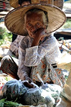 Inle Lake: Old Woman Portrait