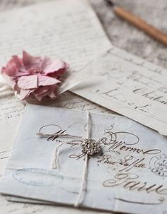 A Dash of Whimsy - princesspastelrose: Vintage, classic & romantic. Vintage Romance, Vintage Glam, Letter Photography, Old Letters, Photo Vintage, Vintage Photos, Ivy House, Handwritten Letters, Retro