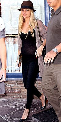 Nicole Richie, pregnant, maternity, style, Chanel, hat
