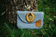 Handmade gray water wet felted wallet made by Nativus. Felt Pouch, Felt Purse, Blue Purse, Wet Felting, Merino Wool, Wood Flowers, Wallet, Purses, Unique Jewelry