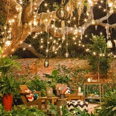 Outdoor #patio sitting area decor with string lights in trees #fairylights