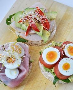 Super Healthy Sunday: rijstwafels als lunch - OhMyFoodness, Healthy Cooking, Healthy Snacks, Healthy Eating, Healthy Recipes, Good Food, Yummy Food, Go For It, Happy Foods, Lunch Snacks