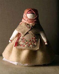 Russian fabric doll~~~looks like Amish dolls~~~detailed clothing, no facial features.