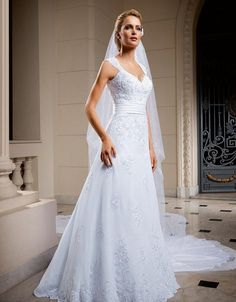 Classic Vintage Garden Wedding Dress A-Line Wedding Dress Bridal Gown With Sheer V-Neck Backless Lace Crystal Appliques Chapel Train::