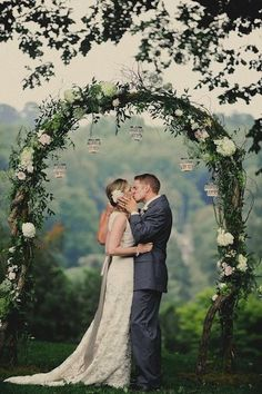 For brides looking to take on a DIY wedding project, handmaking the arch is a special task that is sure to shine. Check out these incredible DIY arches.