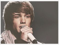 *tear* GIF then and now Liam Payne.....has it really already been almost 3 years since One Direction was formed on the X Factor...wow it feels like just yesterday....