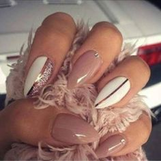 Very cute nails, you will get 24 pieces of natural nails the third pic is what you are buying.