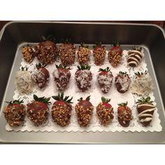 Oh how I love chocolate covered strawberries. I Love Food, Good Food, Yummy Food, Yummy Yummy, Snack Recipes, Dessert Recipes, Cooking Recipes, Yummy Treats, Sweet Treats