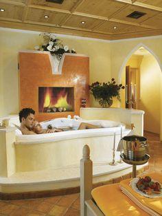 Romantikbad in unserer Crystalwanne mit Früchtepalette und Prosecco  http://www.karwendel-achensee.com/de/wellness-beauty/beauty-wellness-anwendungen/