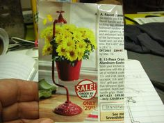 Dollhouse Miniature Furniture - Tutorials | 1 inch minis: HOW TO MAKE A FAUCET PLANTER - How to make a 1 inch scale faucet planter and daisies.  Great blog with LOTS of awesome tutorials!!!