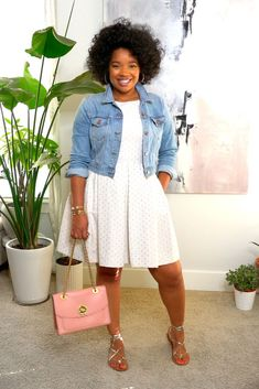 Casual outfit ideas for work. A dress, cropped denim jacket, strapped sandals, and a cute bag. Add some accessories plus big hair. Casual Work Outfits, Business Casual Outfits, Professional Outfits, Cute Outfits, Denim Fashion, Cute Fashion, Fashion Outfits, Luanna, Looks Plus Size