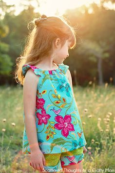 Scattered Thoughts of a Crafty Mom: Flutter Sleeve Peasant Top Tutorial with Free Pattern 3 - 8 yrs Kids Clothes Patterns, Sewing Kids Clothes, Sewing Patterns Girls, Sewing For Kids, Baby Sewing, Diy Clothes, Barbie Clothes, Kids Clothing, Couture Bb