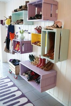 Awesome Smart And Beautiful Home Organization And Storage Solutions Idea In Wall Storage Bins From Old Crates Design Wall Storage Systems, Storage Bins, Storage Solutions, Diy Storage, Storage Hacks, Pallet Storage, Extra Storage, Smart Storage, Towel Storage