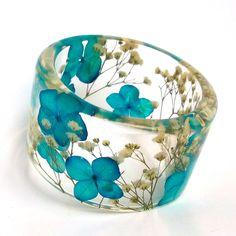 Blue and White Botanical Resin Bangle. por SpottedDogAsheville, $49,00