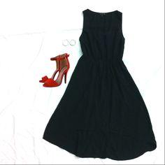 Vous pouvez porter cette robe en coton. Il est nécessaire que vous remarquiez les couleurs de la tenue. C'est une couleur noire. Faites attention! Si vous portiez cette tenue, vous porteriez avec tous les accessoires. Vous pouvez porter les chaussures avec des talons hauts rouges, et les boucles d'oreilles en argent. Parfait, mais élégant.