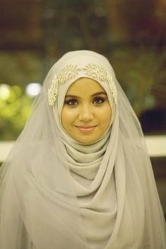 Love the light makeup and the proper hijab style! Beautiful and modest mashAlla. Love the light makeup and the proper hijab style! Beautiful and modest mashAllah May Allah be plea Hijabi Wedding, Muslimah Wedding Dress, Muslim Wedding Dresses, Muslim Brides, Bridal Dresses, Muslim Couples, Islamic Fashion, Muslim Fashion, Hijab Fashion