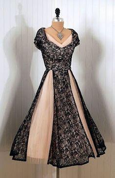 86b32598dc3795 musingsofaseawitch.blogspot.com 1940 s chantilly lace dress Vintage Wear