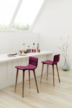 Jericho Counter Chair. Perfección moderna de más de medio siglo, en púrpura o gris son inigualables! #MoberIdeas