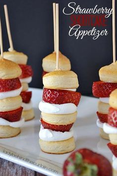 Strawberry Shortcake Appetizer-Strawberry Shortcake Appetizer Kabobs Surprisingly easy but equally delicious. These Strawberry Shortcake Kabobs can be served as an appetizer or dessert Yummy Treats, Sweet Treats, Yummy Food, Strawberry Shortcake Kabobs, Strawberry Pretzel, Strawberry Recipes, Just Desserts, Dessert Recipes, Mothers Day Desserts