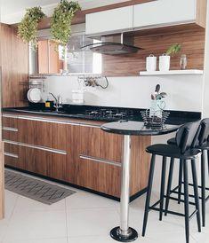 . #morandocomamor #cozinha #cozinhaplanejada #homedecor #decorcozinha #nossacasa #minhacasapop #decorarmm #decorfeelings #decorhome #organização #despensa #madeira #cozinhapequena #cozinhaestreita (@morandocomamor)