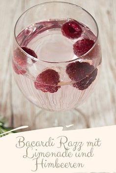 Bacardi Razz mit Limonade und Himbeeren Cocktail Menü für Valentinstag