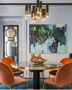 An incredibly tasteful dining room with the most gorgeous vibrant colors! That orange is so alive. Would you go that bold? http://gelinshop.com/ipost/1519154838373288198/?code=BUVH0bUDkkG