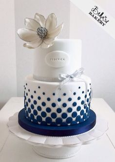 Wedding cakes simple silver sweets 66 ideas wedding cakes cakes elegant cakes rustic cakes simple cakes unique cakes with flowers Simple Fondant Cake, Bolo Fondant, Fondant Cakes, Pretty Cakes, Beautiful Cakes, Amazing Cakes, Wedding Cake Toppers, Wedding Cakes, Engagement Cakes