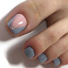 The advantage of the gel is that it allows you to enjoy your French manicure for a long time. There are four different ways to make a French manicure on gel nails. The choice depends on the experience of the nail stylist… Continue Reading → Pretty Toe Nails, Cute Toe Nails, Toe Nail Art, Gel Toe Nails, Cc Nails, Gel Toes, Nail Nail, Coffin Nails, Acrylic Nails
